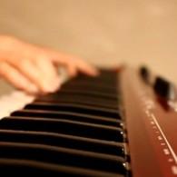唯美纯音乐:Blue 钢琴版–BigBang 模仿翻唱
